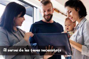 Agente inmobiliario con familia